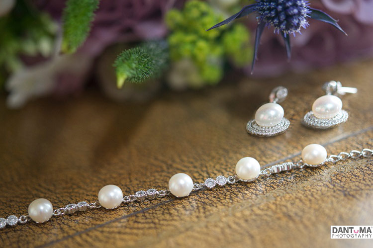 brides necklase and earing